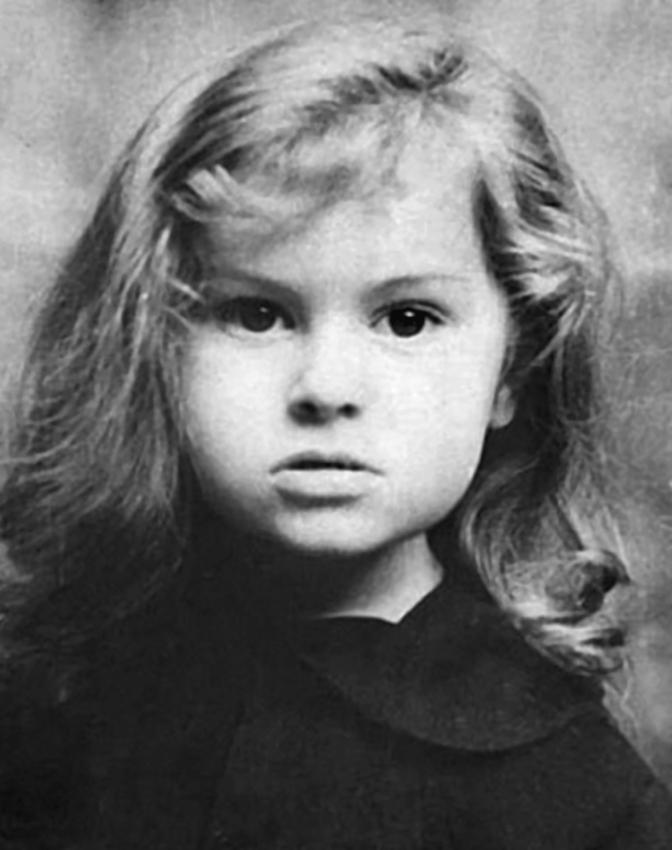 Белла Ахмадулина в детстве