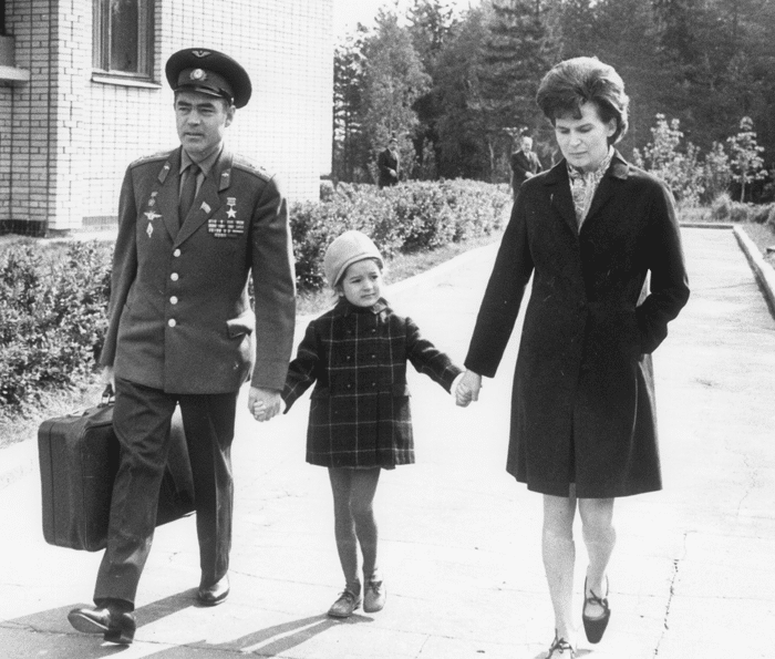 Валентина Терешкова с дочкой и Адрияном Николаевым