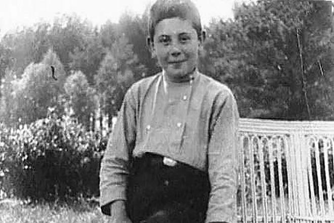 Василий Сталин в детстве
