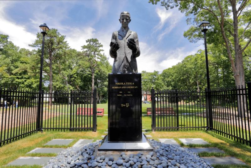 Могила и памятник Николе Тесла