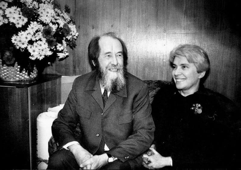Александр Солженицын с женой Натальей Светловой