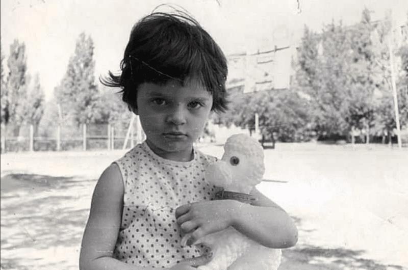 Елена Ваенга в детстве