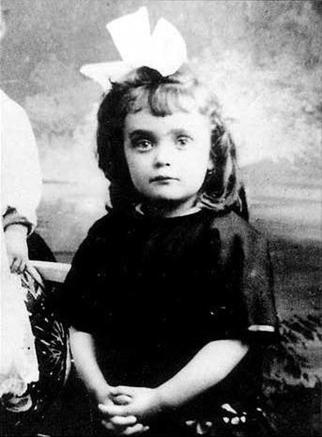 Эдит Пиаф в детстве
