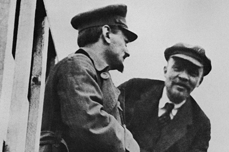 Владимир Ленин с Львом Троцким