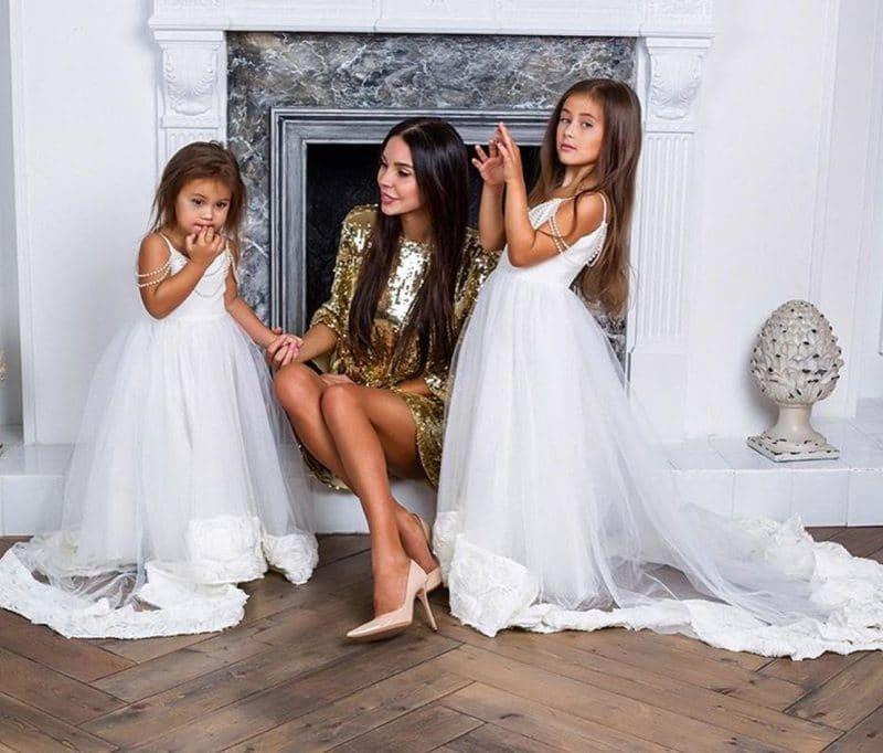 Оксана Самойлова с дочками