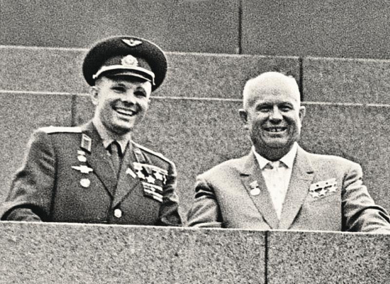 Никита Хрущев с Юрием Гагариным