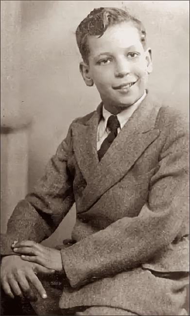 Том Джонс в детстве
