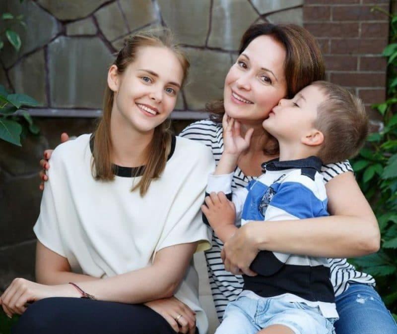 Ольга Кабо с детьми