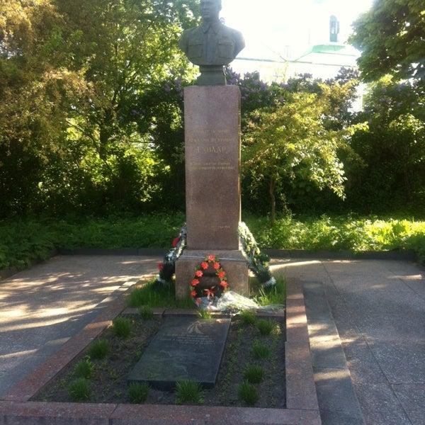 Могила и памятник Аркадию Гайдару