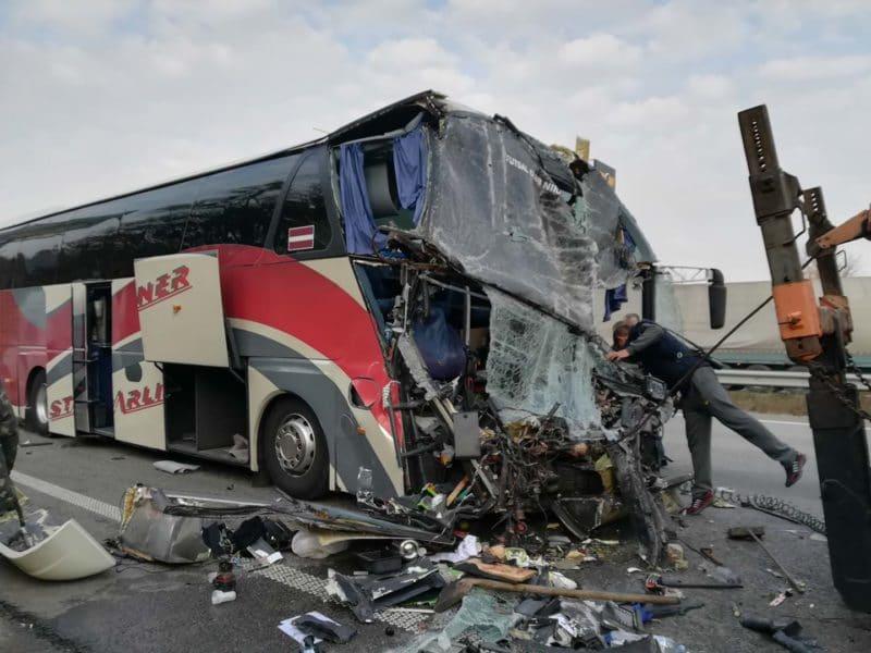 Автобус в котором находилась Марина Поплавская после аварии