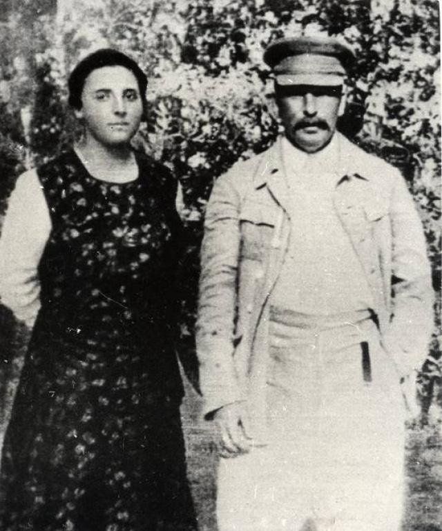 Надежда Аллилуева со Сталиным