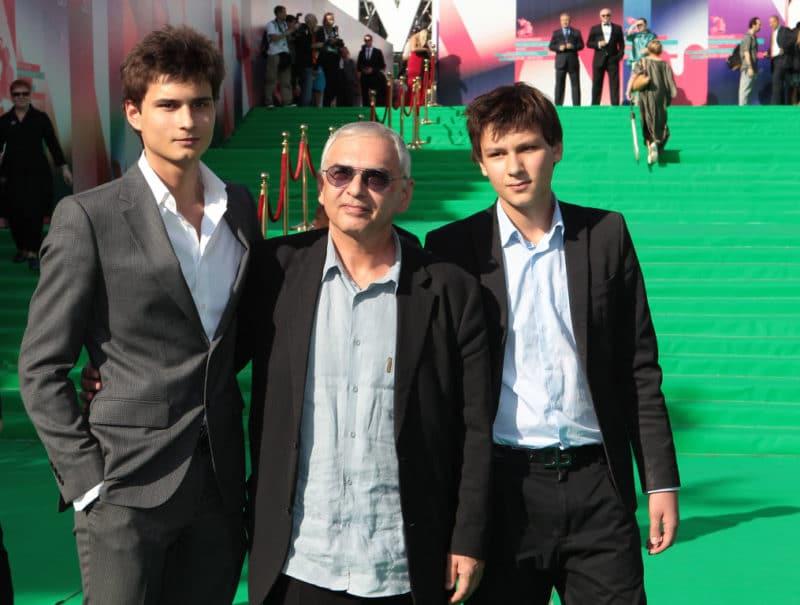 Карен Шахназаров с сыновьями