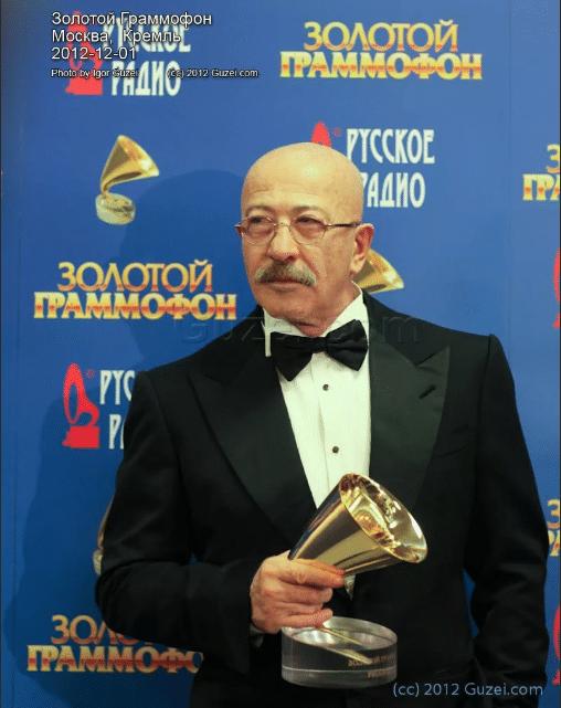 Александр Розенбаум с «Золотым граммофоном»