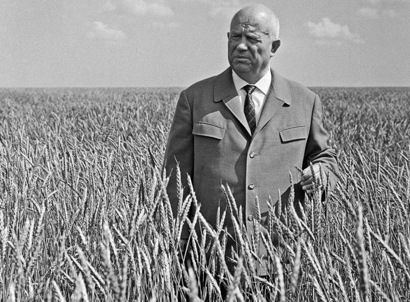 Никита Хрущев в поле