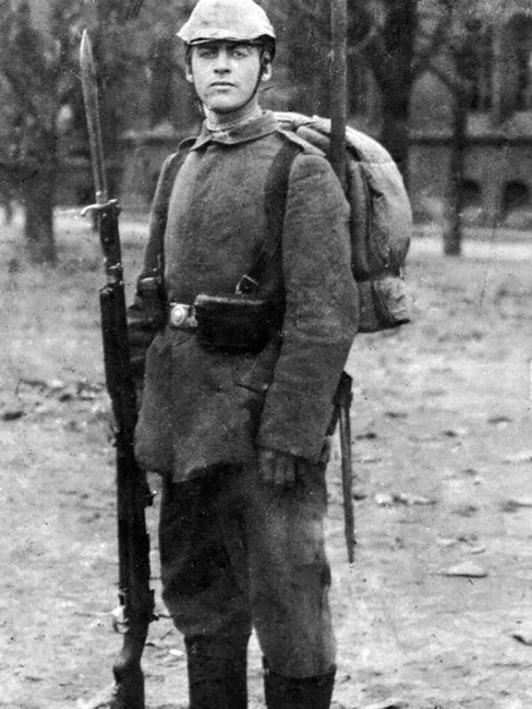 Эрих Мария Ремарк в молодости на войне