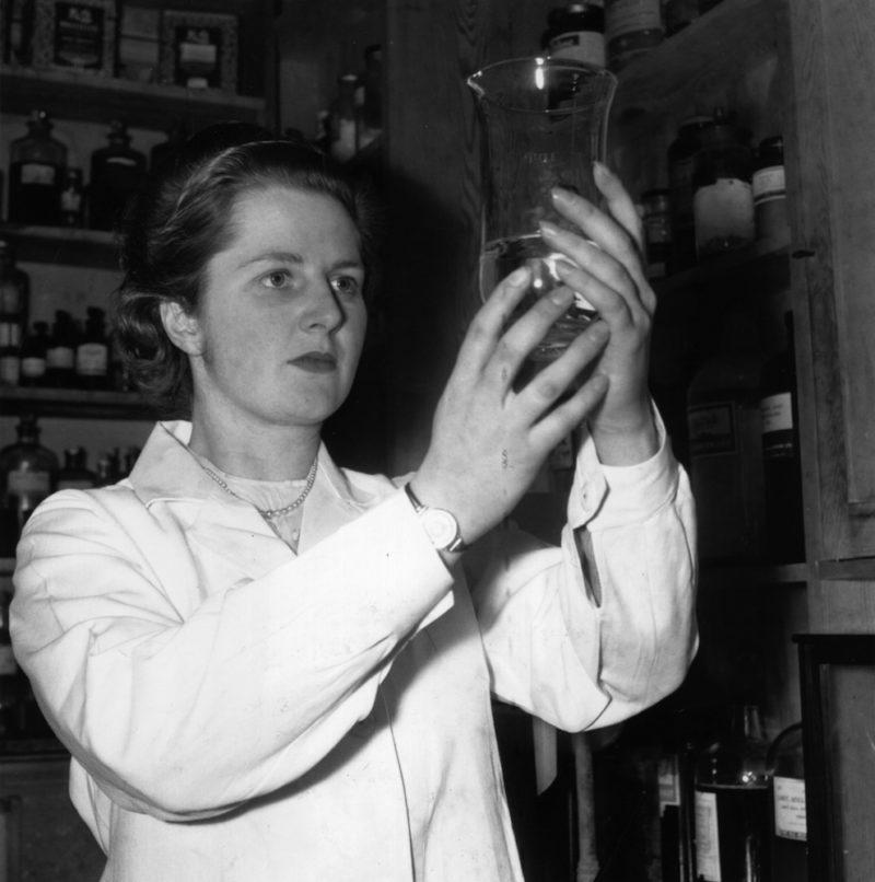 Маргарет Тэтчер в лаборатории Оксфорда