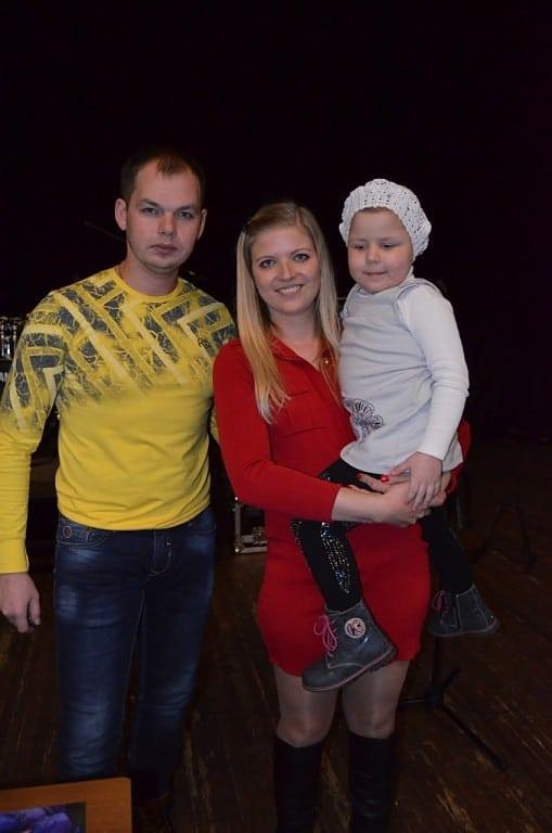 Алексей Брянцев с женой и дочкой