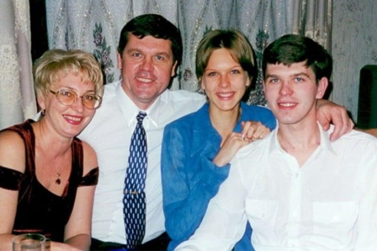 Александр Новиков с семьей