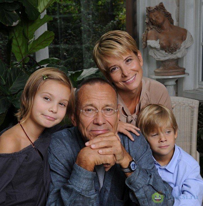 Юлия Высоцкая с семьей