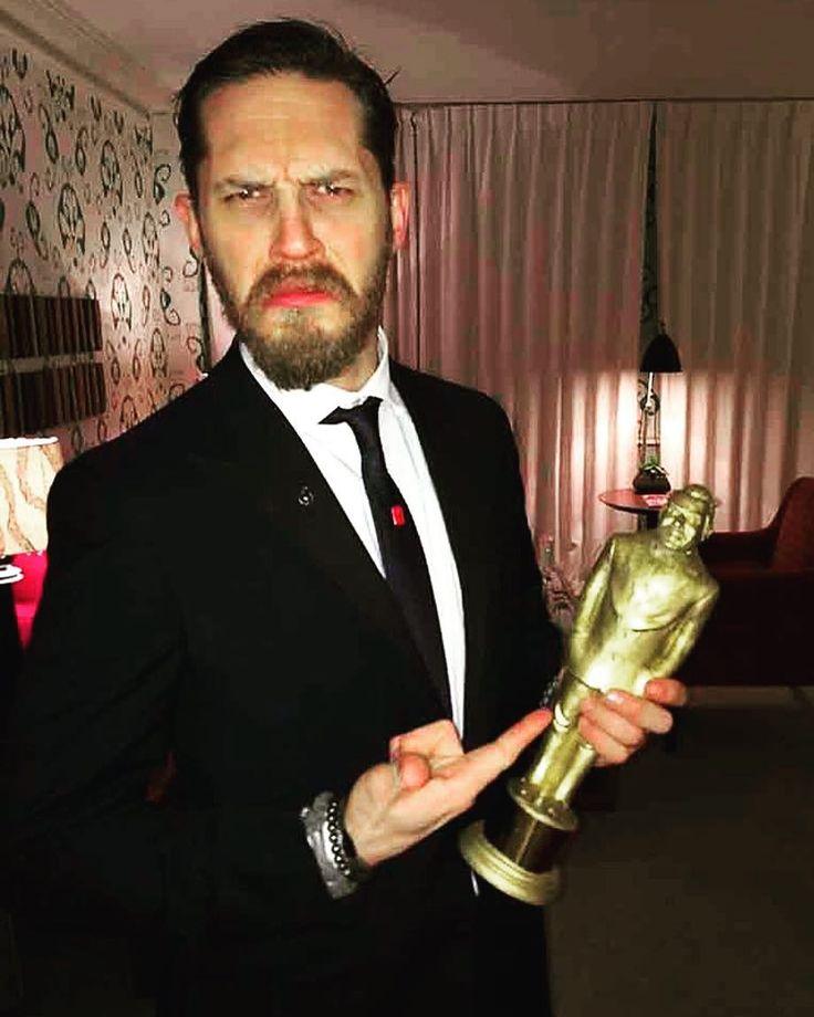 Том Харди с премией «Оскар»
