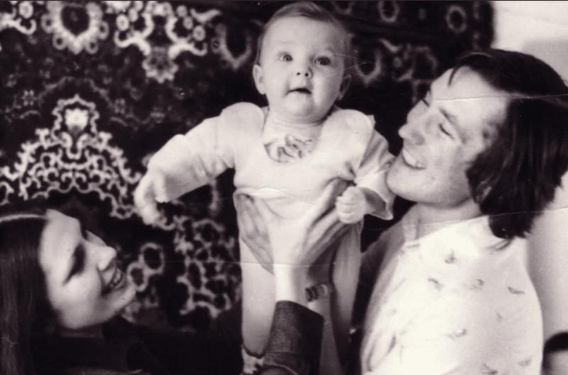 Сергей Дроздов с женой и дочерью Аленой