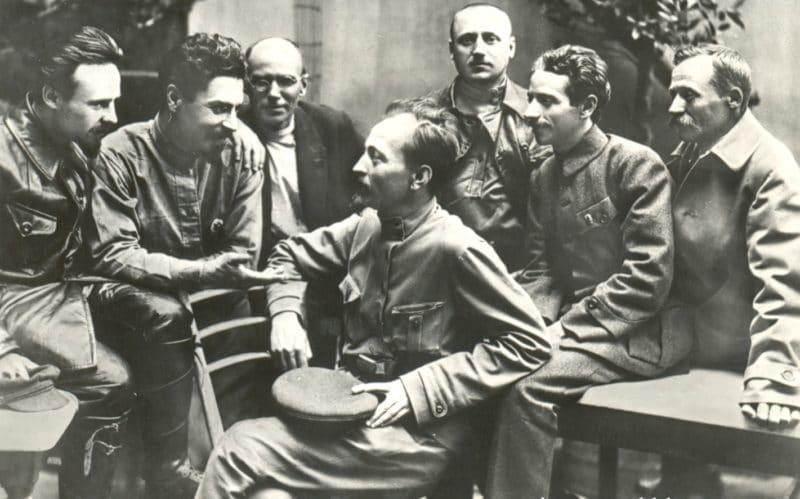 Феликс Дзержинский с сотрудниками ВЧК