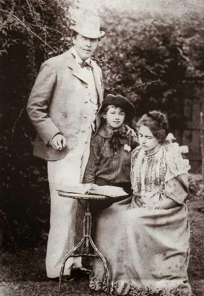 Оскар Уайльд с семьей