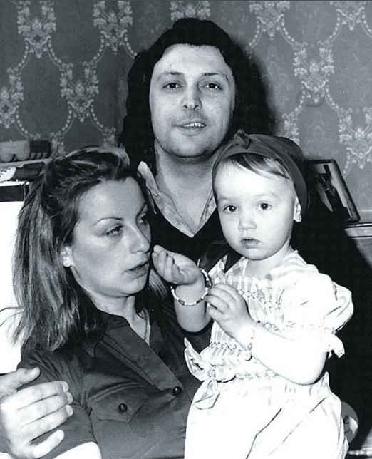 Вячеслав Добрынин с первой женой Ириной и дочкой