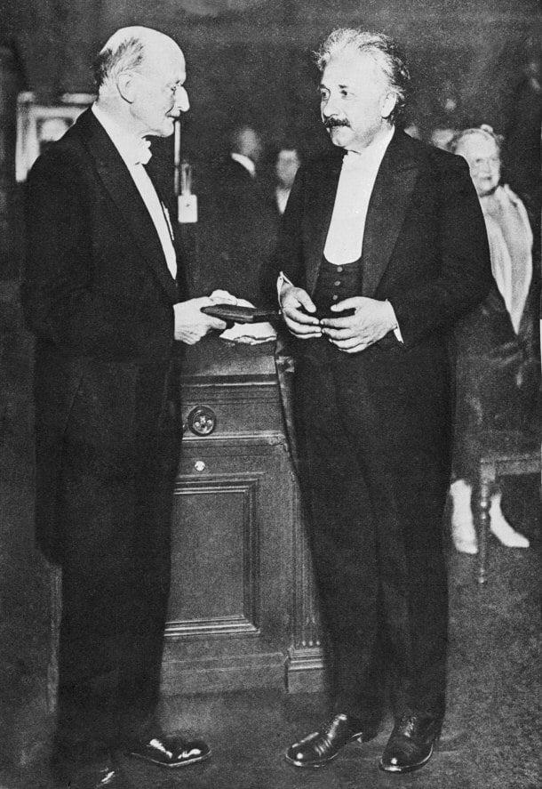 Альберт Эйнштейн на вручении Нобелевской премии