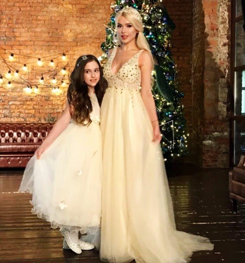 Алена Кравец с дочкой