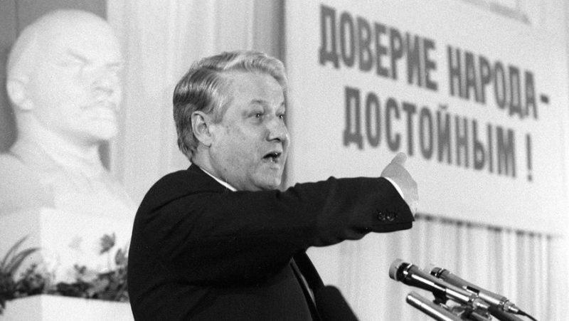 Борис Ельцин на пленуме в 1987 году