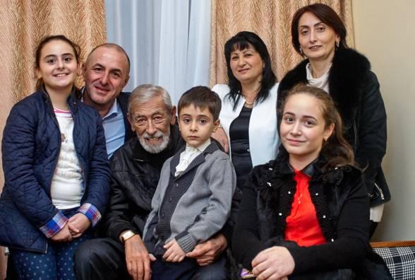 Вахтанг Кикабидзе с семьей