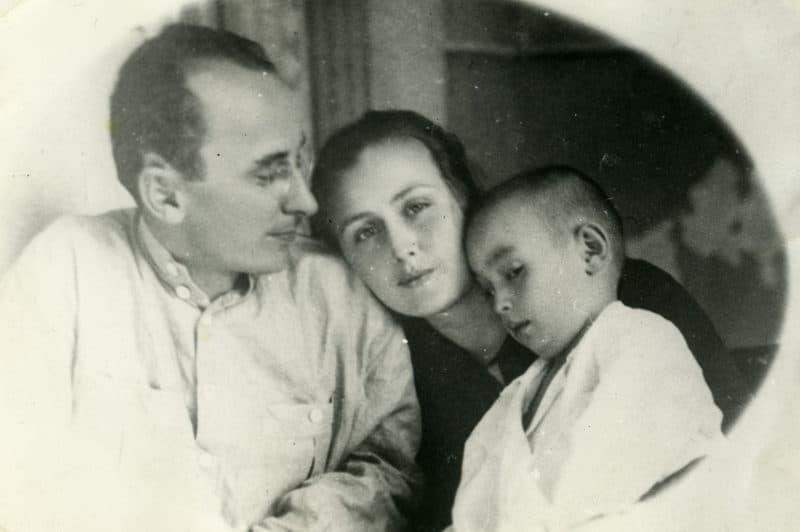 Лаврентий Берия с женой Ниной Гегечкори и сыном