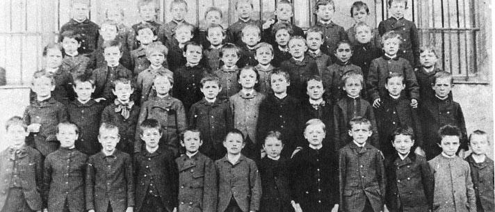 Класс Альберта Эйнштейн а в католической школе
