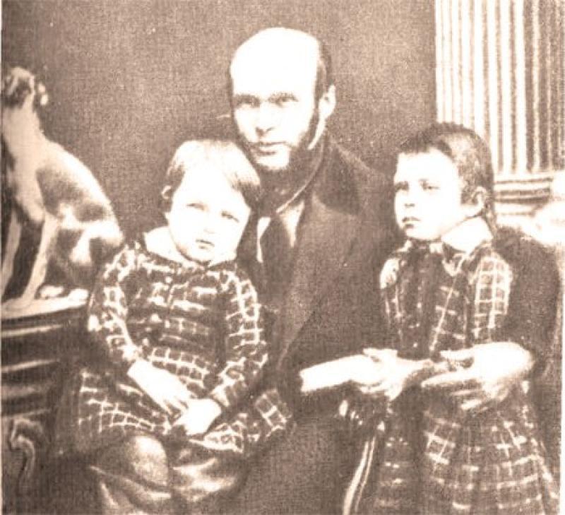 Николай Пирогов с детьми