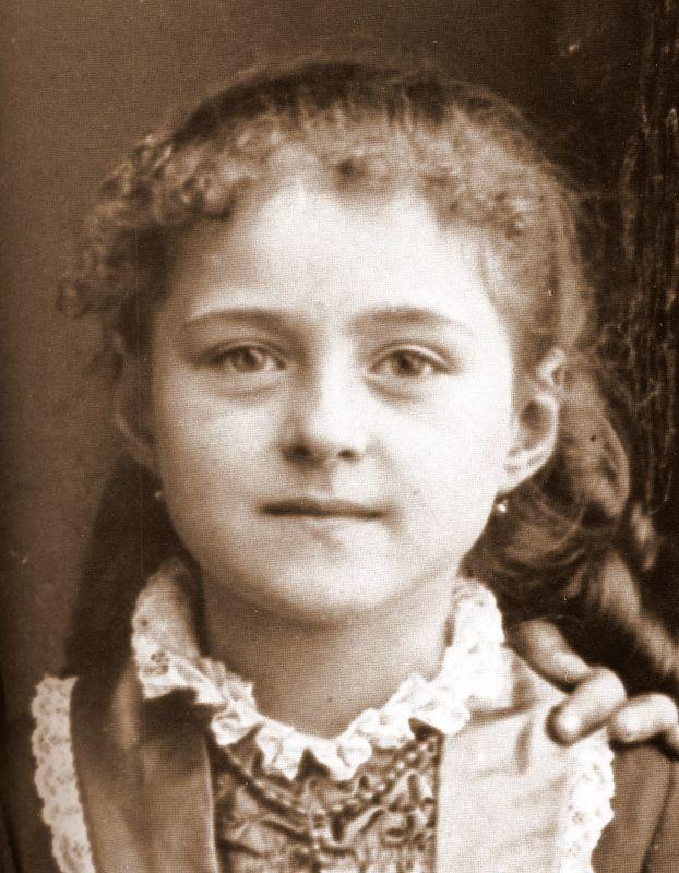 Агнес в детстве