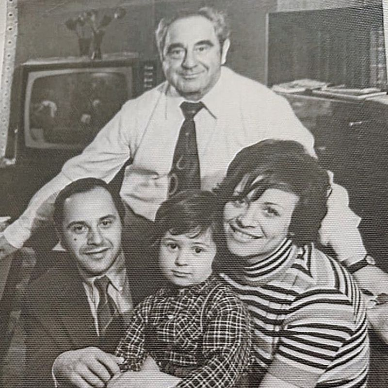 Стас Костюшкин с родителями