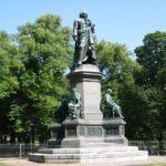 Памятники Карлу Линнею