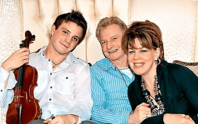 Любовь Казарновская с мужем и сыном