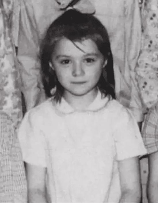 Алёна Апина в детстве
