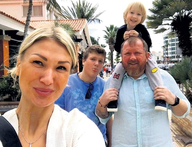 Константин Ивлев с семьей