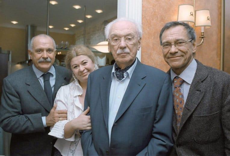 Сергей Михалков с женой и сыновьями Никитой Михалковым и Андреем Кончаловским