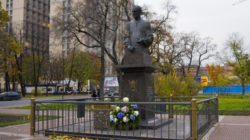 Памятник Анатолию Собчаку в Санкт-Петербурге