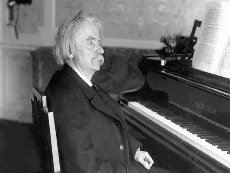 Эдвард Григ за пианино
