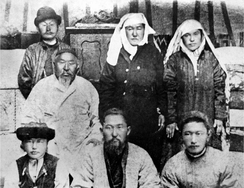 Абай Кунанбаев с семьей