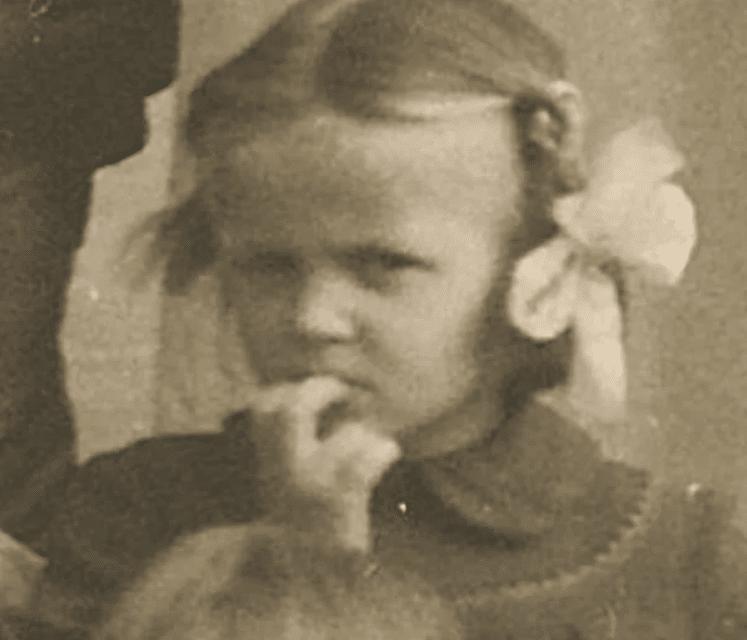 Лайма Вайкуле в детстве