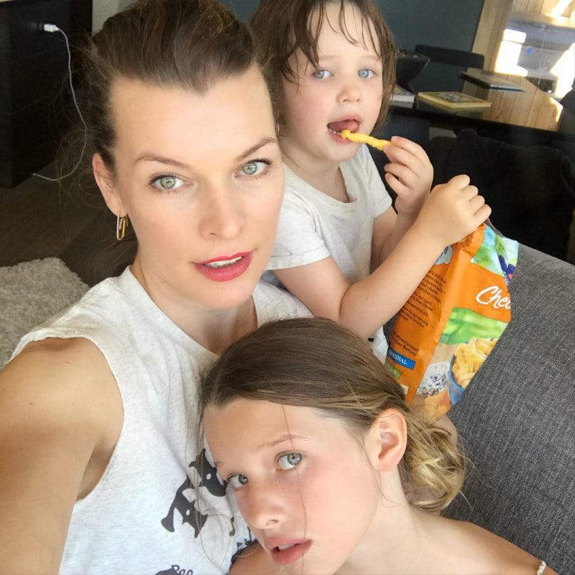 Милла Йовович с детьми