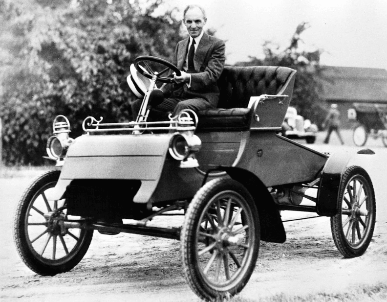 Генри Форд на своем первом авто «Ford A» 1903 года