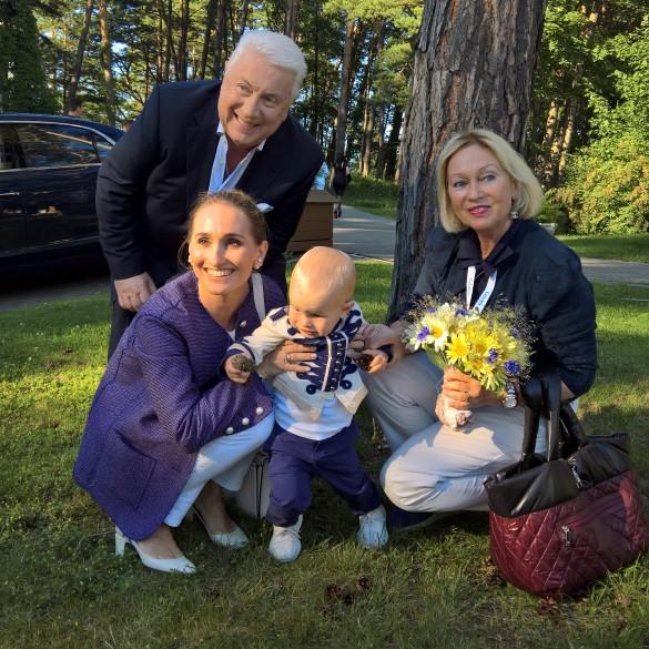 Владимир Винокур с женой, дочкой и внуком