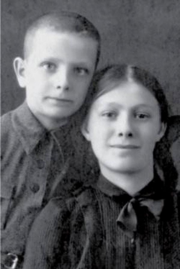 Галина Брежнева в детстве с братом